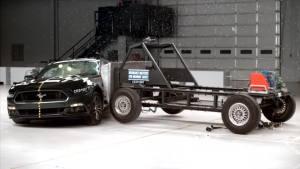2016款福特Mustang IIHS侧面碰撞测试