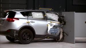 2015款丰田RAV4乘客侧 IIHS正面25%碰撞