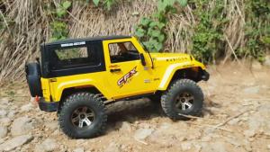 RC Jeep山路冒险 暴力攀爬巨石堆