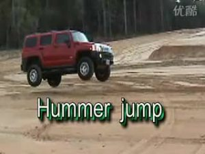 强悍的外形 灵巧的飞跃 悍马H3跳跃