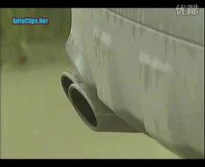 奔驰ML63 AMG 荒地挑战保时捷卡宴