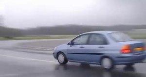 女车手试驾福特福克斯惊心动魄