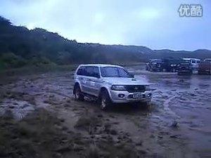 在泥沼里驰骋的猛兽 三菱帕杰罗速跑