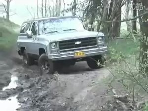 雪佛兰开拓者丛林沼泽脱身视频