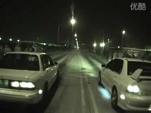 国外车友夜晚自行举办地下飙车2