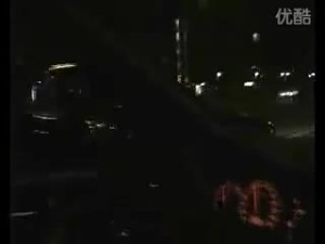 夜晚车友驾驶三菱戈蓝瞬间提速超车
