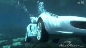 牛人牛车 情侣驾莲花跑车潜入深水