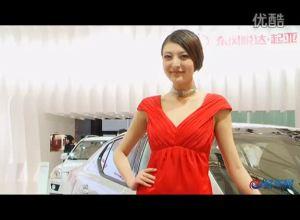 2011上海车展 起亚展台K5两模特争艳