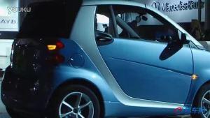 2011广州车展 蓝色的SMART缓缓进入展台