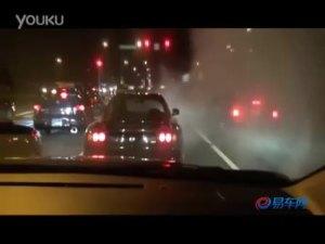 城市夜晚 三辆街车公路上面狂飙