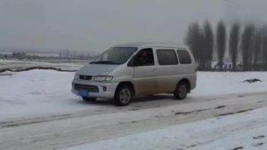 超越极限 东风菱智V3雪地驾驶玩命漂移