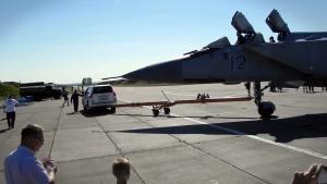 雷克萨斯GX460 牵引米格31进场震撼