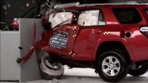 2014丰田4Runner  IIHS正面25%碰撞测试