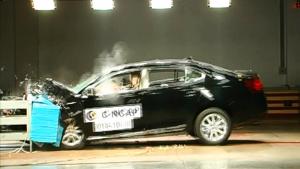 C-NCAP碰撞测试 上汽荣威950荣获五星