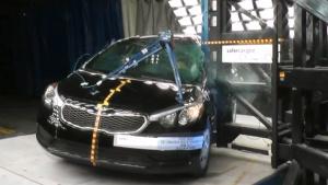 2015款起亚福瑞迪 侧面柱形碰撞测试