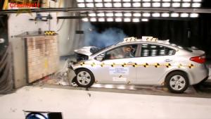 2015款起亚福瑞迪 正面碰撞测试
