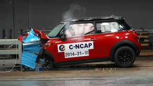 C-NCAP碰撞测试 MINI COOPER FUN获五星