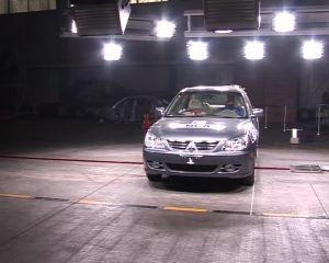 东南三菱戈蓝 C-NCAP侧面碰撞测试