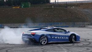 警车也疯狂 兰博基尼盖拉多旋转漂移