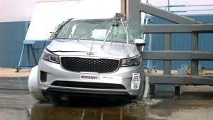 2015款起亚Sedona 侧面柱形碰撞测试