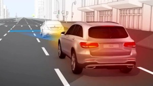 奔驰GLC中级SUV 配备预防性安全系统