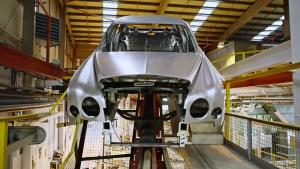 走进宾利生产车间 揭秘豪车的喷漆技术