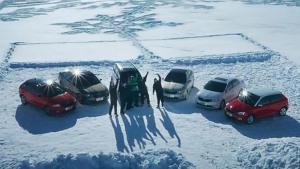 斯柯达汽车诠释雪艺艺术 雪地震惊作画