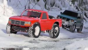 遥控车穿梭冰雪 帕杰罗大战福特皮卡