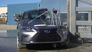 2016款雷克萨斯ES 侧面柱形碰撞测试