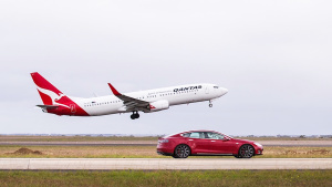 特斯拉Model S P90D 挑战波音737