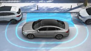 新款雷诺塔利斯曼 展示侧方位自动泊车