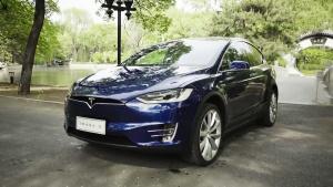 北京遇上特斯拉Model X 鹰翼门超拉风