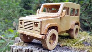 手工打造路虎卫士木制小车 可远程遥控