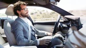 全新款宝马5系解放双手 支持半自动驾驶