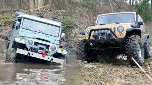遥控车越野PK 丰田皮卡杠上Jeep牧马人