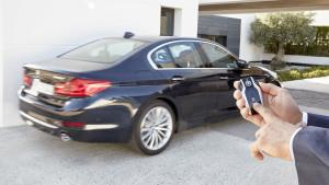 新款宝马5系 智能触控钥匙遥控泊车展示