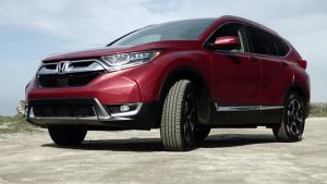 2017款本田CR-V 车头整体更加厚实