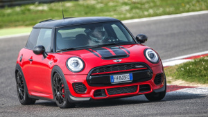 MINI JCW Petrolhead版赛道展示