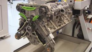 探秘奔驰AMG V8引擎手工组装工厂