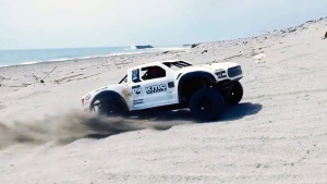 福特猛禽遥控车沙滩疯狂暴走 大秀漂移