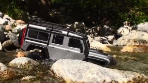 路虎卫士D90遥控车河道越野 强悍涉水
