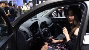 吴佩频道:广州车展斯柯达全新SUV柯珞克首发亮相