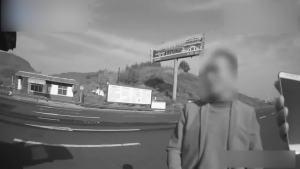 小伙开车被查撒谎贿赂 直接被罚款拘留