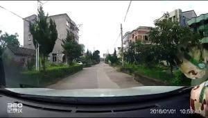 开车注意安全,路口请注意,撞上了还在加油