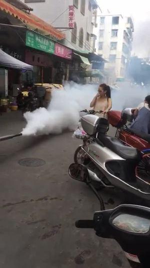 他一过,整条街都被污染了