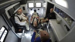 救护车与福特F-150皮卡侧面碰撞试验,救护车无敌了!