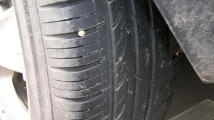 汽车轮胎吃内边怎样正确调整?汽修工的方案清晰明了