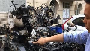 三菱帕杰罗老车修整,动力总成掏出来看得清清楚楚