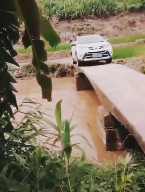 这过桥的技术不服不行,绝对的老司机
