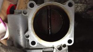 进气道里有机油,汽修厂说修不了,老技工一眼看穿